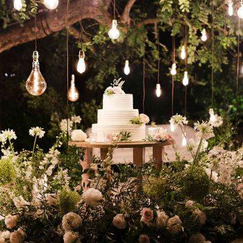 Categoria illuminazioni noleggio per matrimoni e eventi in Puglia maxi cascata luci stile vintage colore bianco caldo con filo in tessuto intrecciato marrone Che Scena